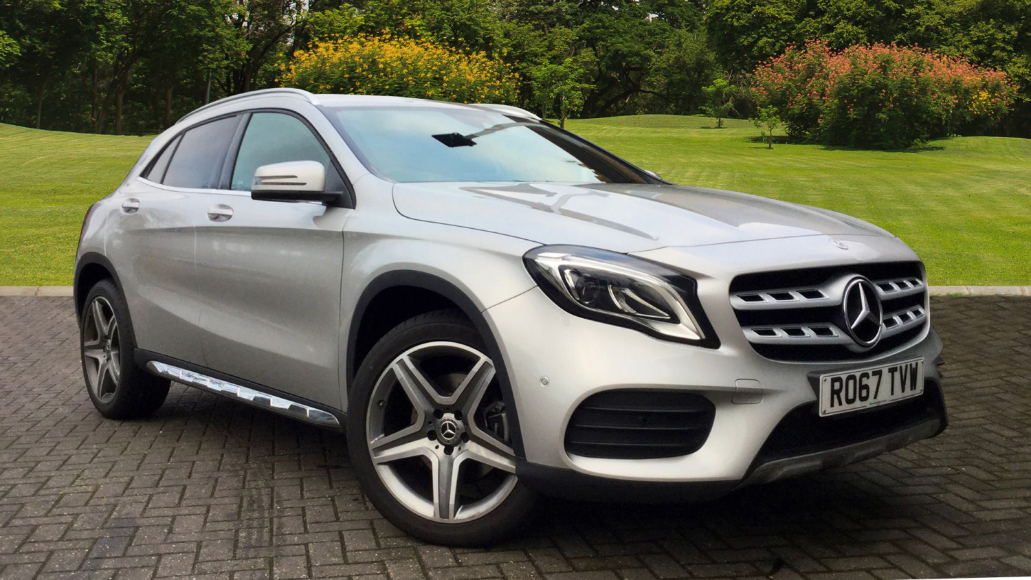 Used mercedes benz gla gla 220d 4matic amg line premium for Mercedes benz financial phone number